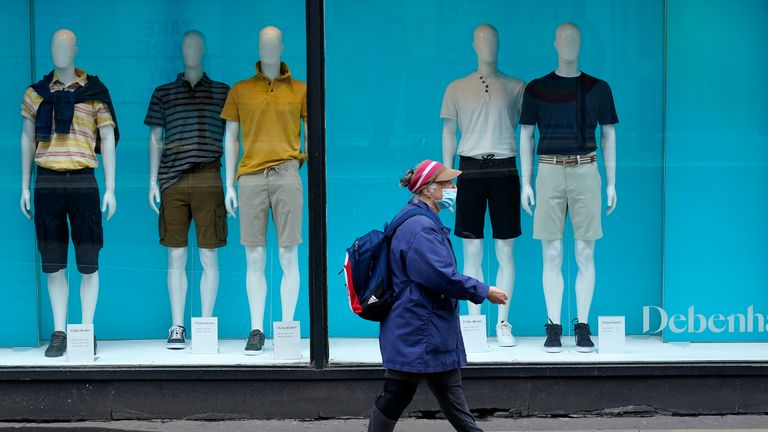 UK retail sales volumes grow for sixth consecutive month